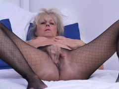 European gilf Koko needs to knead one out
